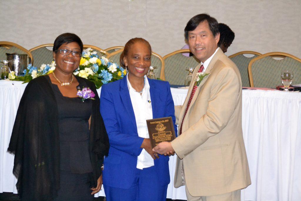 defreitas-receives-jagce-award-from-dr-wong-of-asca-and-mrs-nina-dixon